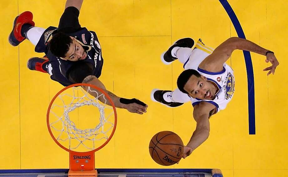 Warriors guard Shaun Livingston (right) puts up a reverse layup that was goaltended by the Pelicans' Anthony Davis in Game 1 of their playoff series in Oakland. Photo: Carlos Avila Gonzalez / The Chronicle