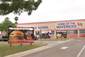 Publicidad afuera del campus de la escuela secundaria United.
