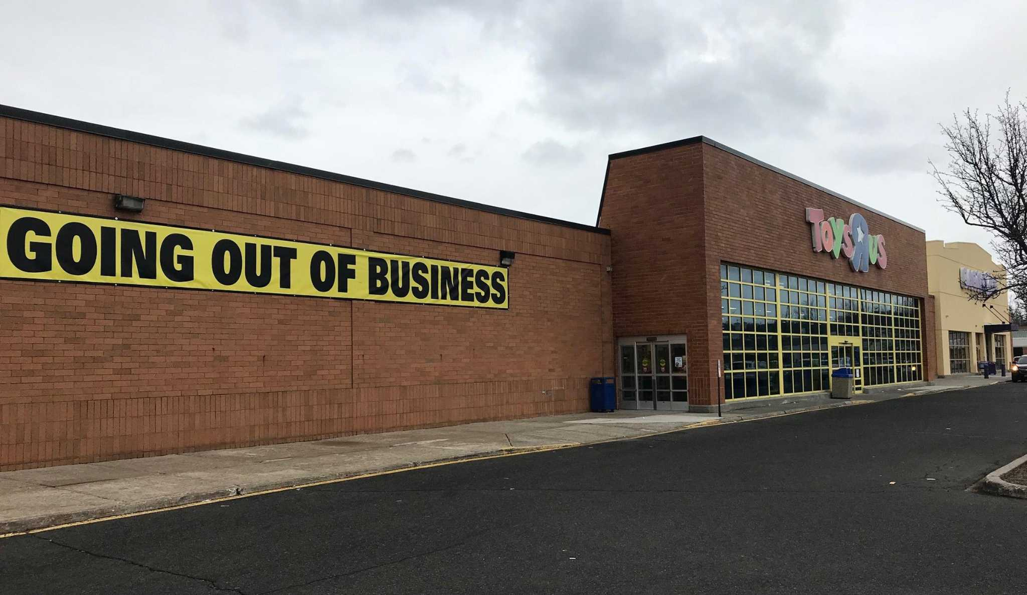 Toys r us liquidation sale continues in danbury the hour for The danbury