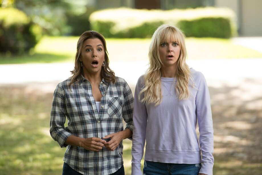 """Eva Longoria (left) and Anna Faris as best friends in """"Overboard."""" Photo: Metro Goldwyn Mayer Pictures"""