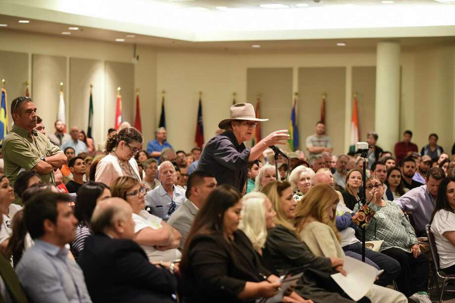 Concerned citizens and advocates of the proposed landfill in Webb County voice their opinions to the Texas Commission on Environmental Quality and the applicants of the landfill permit on Tuesday at TAMIU. Photo: Danny Zaragoza /Laredo Morning Times
