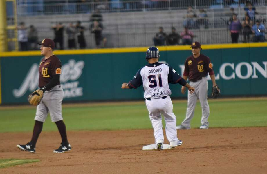 Tecolotes center fielder Enrique Osorio tied Tuesday's game at Durango in the seventh with an RBI double, extending his hitting streak to 11 games. Photo: Christian Alejandro Ocampo /Laredo Morning Times File / Laredo Morning Times