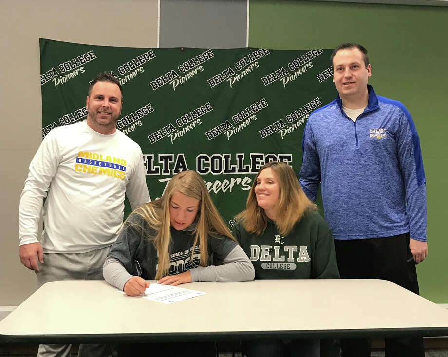 Midland High senior Jeni Grinwis signs her national letter of intent to play basketball for Delta College. Grinwis is flanked by her mother, Midland varsity coach Jaden Clobes, and Midland junior varsity coach Brandon Deacons. (photo provided) Photo: Provided