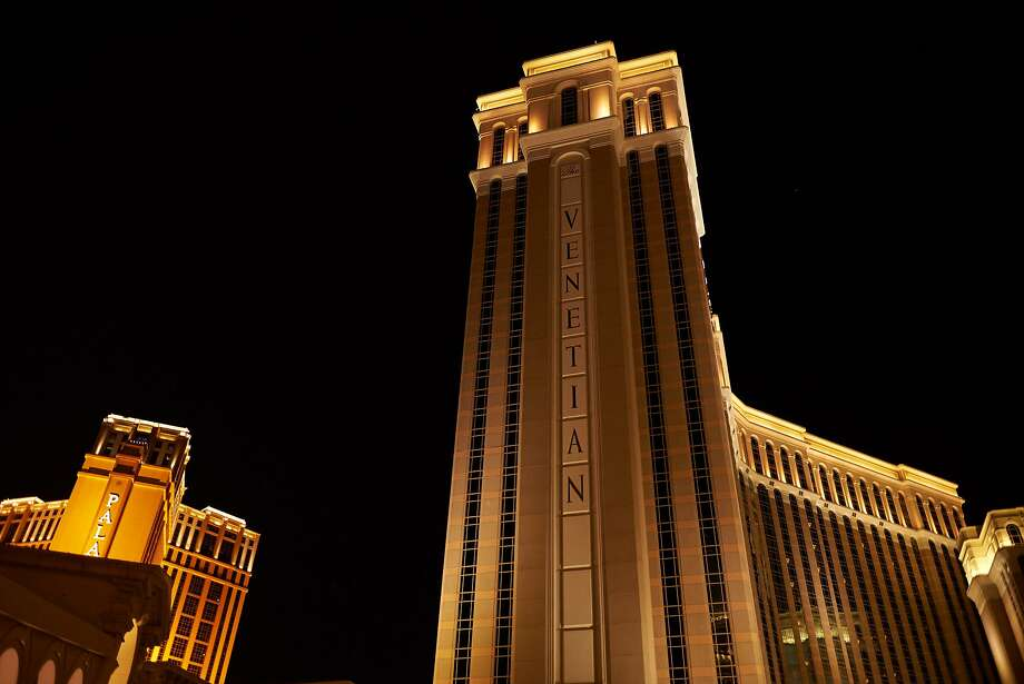 Venetian, right, and its sister property, the Palazzo, charge a resort fee of $45 per night. Photo: Bridget Bennett / Bloomberg