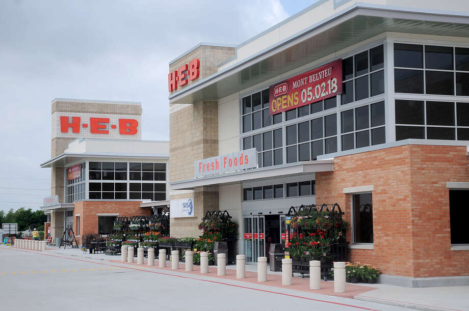 Doors of the new H-E-B Mont Belvieu opened to the public today at 4 a.m. Photo: H-E-B