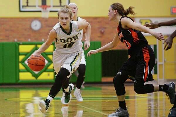 In this Daily News file photo, former Dow High standout Ellie Taylor drives past Flushing's Lauren Newman during a game at the Chargers' gym in 2017.