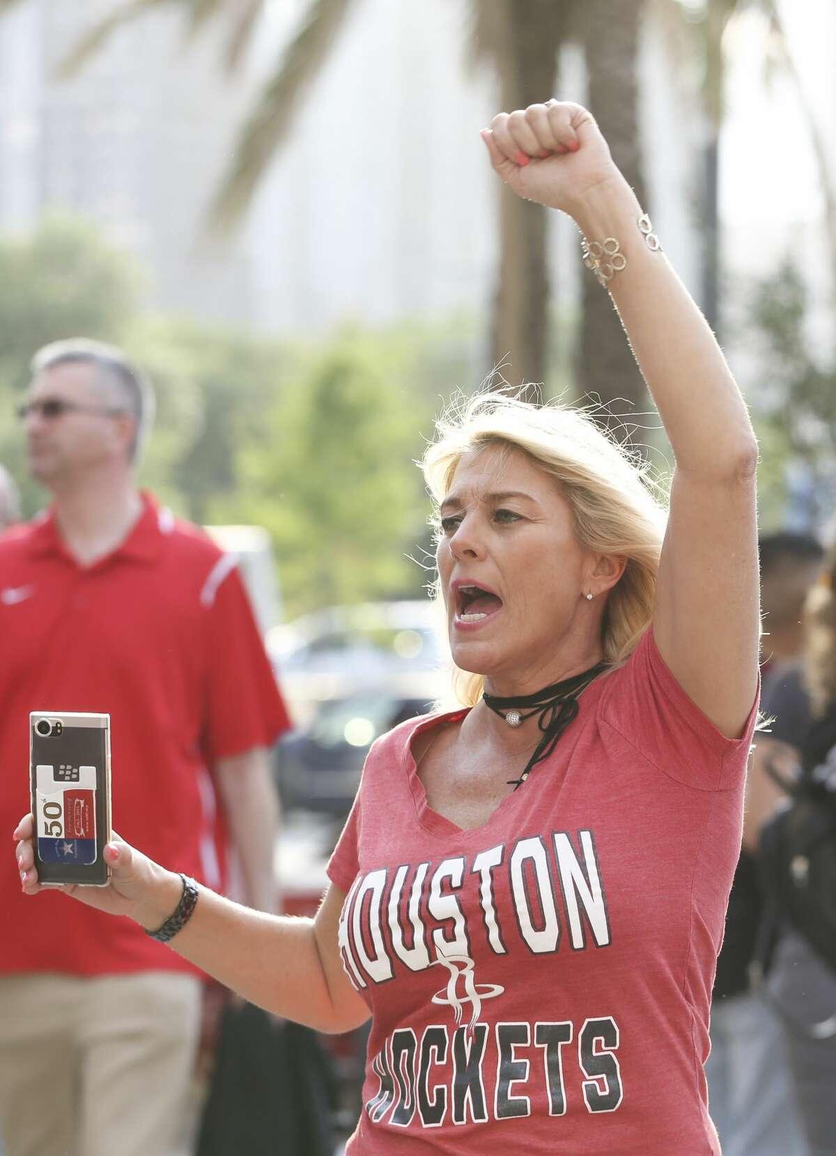 Houston Rockets fan Teri Kelley sings along