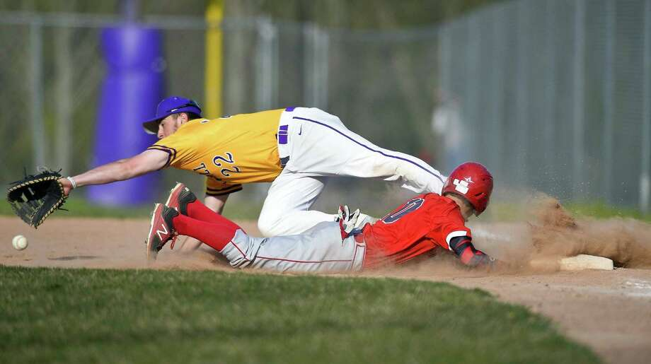 Greenwich's Sean Pratley (10) dives back to first base as Westhill's Zachary Feinstein (22) reaches for a pick off throw during a FCIAC baseball game at Westhill High School in Stamford, Conn. on May 2, 2018. Westhill defeated Greenwich 10-5. Photo: Matthew Brown / Hearst Connecticut Media / Stamford Advocate