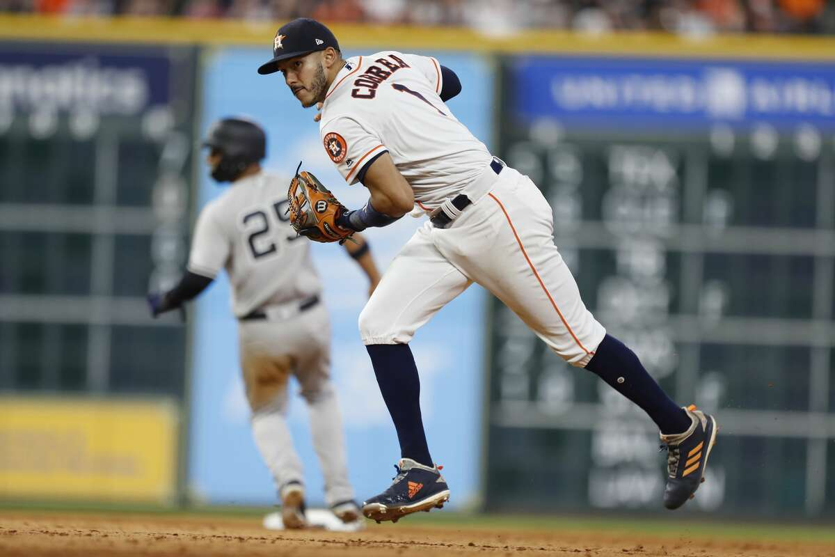 Houston Astros shortstop Carlos Correa (1) fields New York Yankees center fielder Aaron Hicks' ground ball during the ninth inning of an MLB game at Minute Maid Park, Wednesday, May 2, 2018, in Houston. ( Karen Warren / Houston Chronicle )