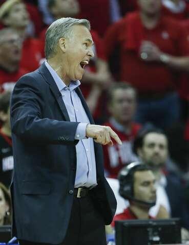 d60da0b6a0a7  p Houston Rockets head coach Mike D Antoni argues a call during the