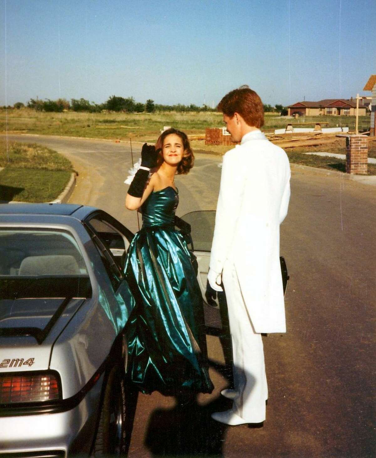 >> Prom dresses through the years.