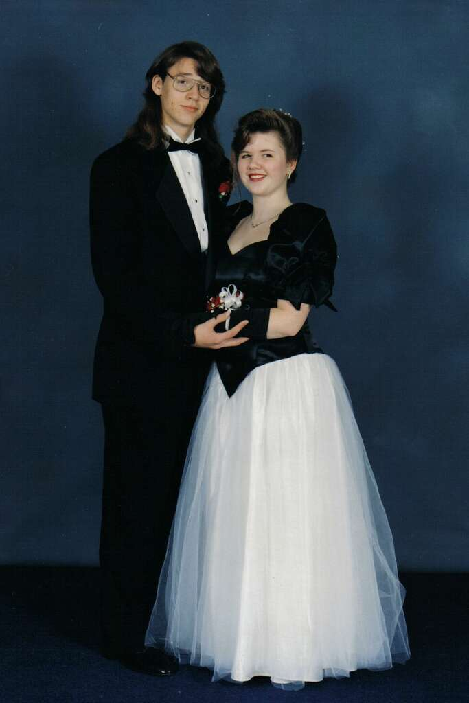 1992: Big-A** Sleeves Huge sleeves are probably the most iconic #throwback prom trend – this girl's dress featured extremely large black sleeves on top and a white tulle skirt. Petition for this style to make a comeback, please. Photo: Flickr/nikoretro