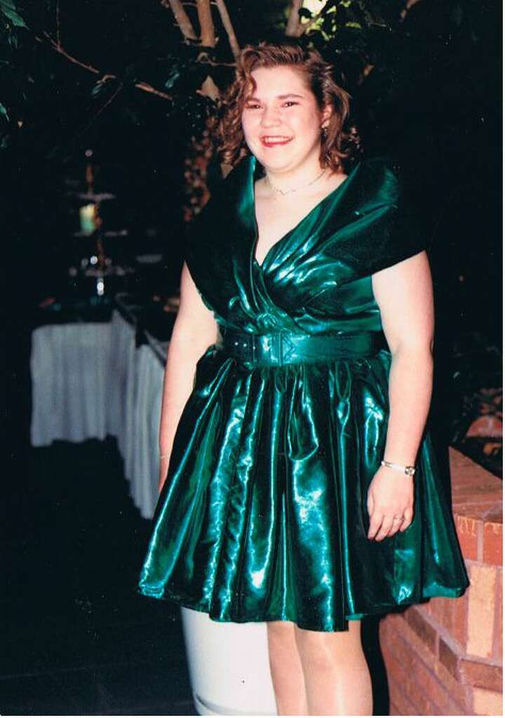 1993: Belted Waists A belt across the waist is a style you really don't see anymore, but in '93 they were *the* thing. Also, the green lamé fabric of this girl's dress is absolutely killing it. Photo: Flickr/Kara