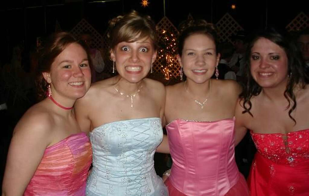 2006: Strapless Dresses Behold: four strapless dress-wearing girls in the same photo. Two gowns are pink, one is white, and one is red, but what they all have is common is that they are strapless and fabulous. Photo: Flickr/Cara Gorman