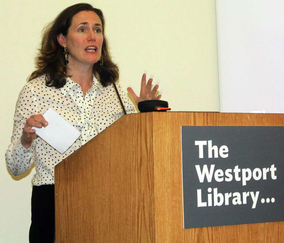 Democratic Women of Westport Co-Chair Rebecca Martin introduced political media consultant Will Robinson for his talk at the Westport Library on April 30. Photo: Sophie Vaughan / Hearst Connecticut Media / Westport News