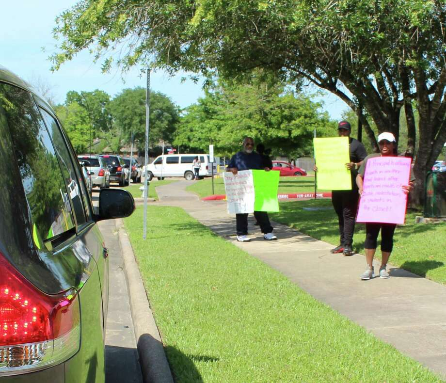 Protestors greeted parents as they dropped off and picked up students outside a Fort Bend ISD school on April 25, 2018. Photo: Kristi Nix