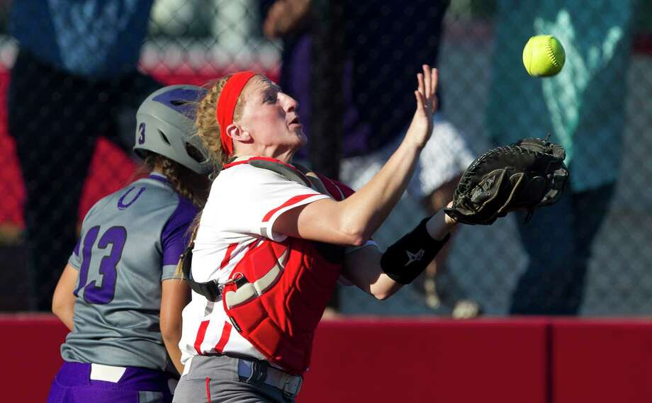Splendora catcher Savanna Parker (12) catches a pop-fly during the sixth inning of a District 21-5A tiebreaker semifinal game, Monday, April 23, 2018, in Crosby. Photo: Jason Fochtman, Staff Photographer / © 2018 Houston Chronicle
