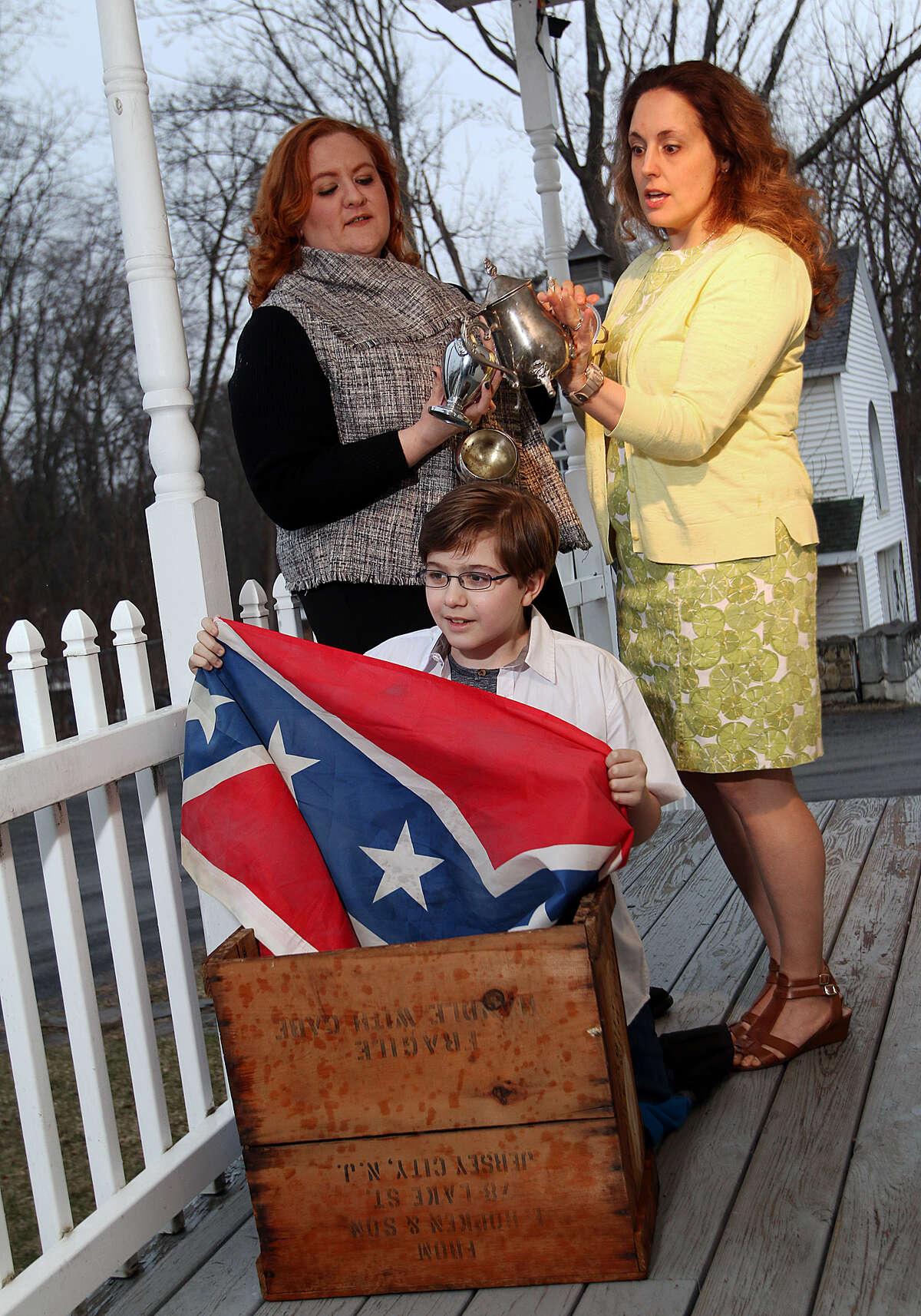 (l-r)Jessica JJ Paul, Jeremiah Mancini & Josephine O'Connor (photo: Tom Killips)