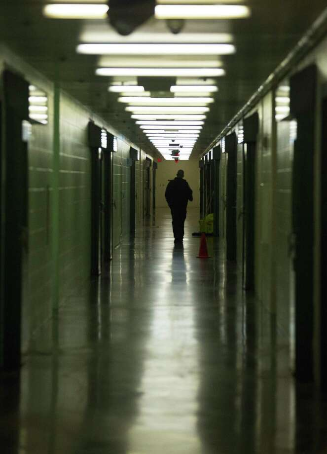 A staff member walks down a hallway in the Harris County jail, Thursday, March 29, 2018, in Houston.  ( Mark Mulligan / Houston Chronicle ) Photo: Mark Mulligan, Houston Chronicle / Houston Chronicle / © 2018 Houston Chronicle