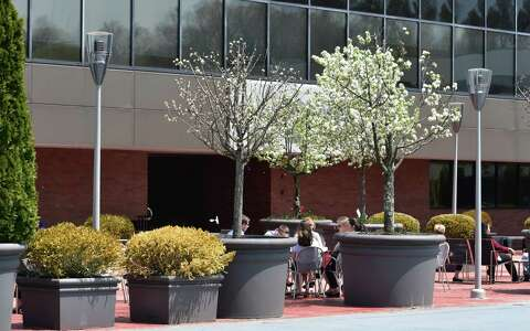 Xerox cuts 900 jobs in Q3, tightens severance - The Hour