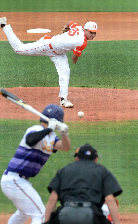 Christian Ibarra held No. 1 McAllen to one run in six innings Friday as United won 5-1 at Uni-Trade Stadium in Game 2 of their series. Photo: Cuate Santos /Laredo Morning Times / Laredo Morning Times