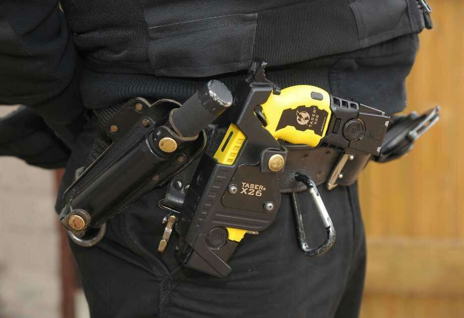 The San Francisco Police Officer's Association is pushing a controversial measure on the June ballot that would loosen the department's policy on Taser stun guns when officers get the weapons starting this year. Photo: /