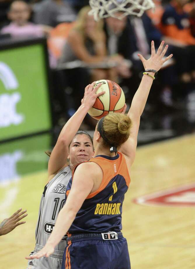 Rachel Banham, right, enters camp for the Connecticut Sun eager to display the talent that made her a lottery selection in a the 2016 draft. Photo: San Antonio Express-News / San Antonio Express-News