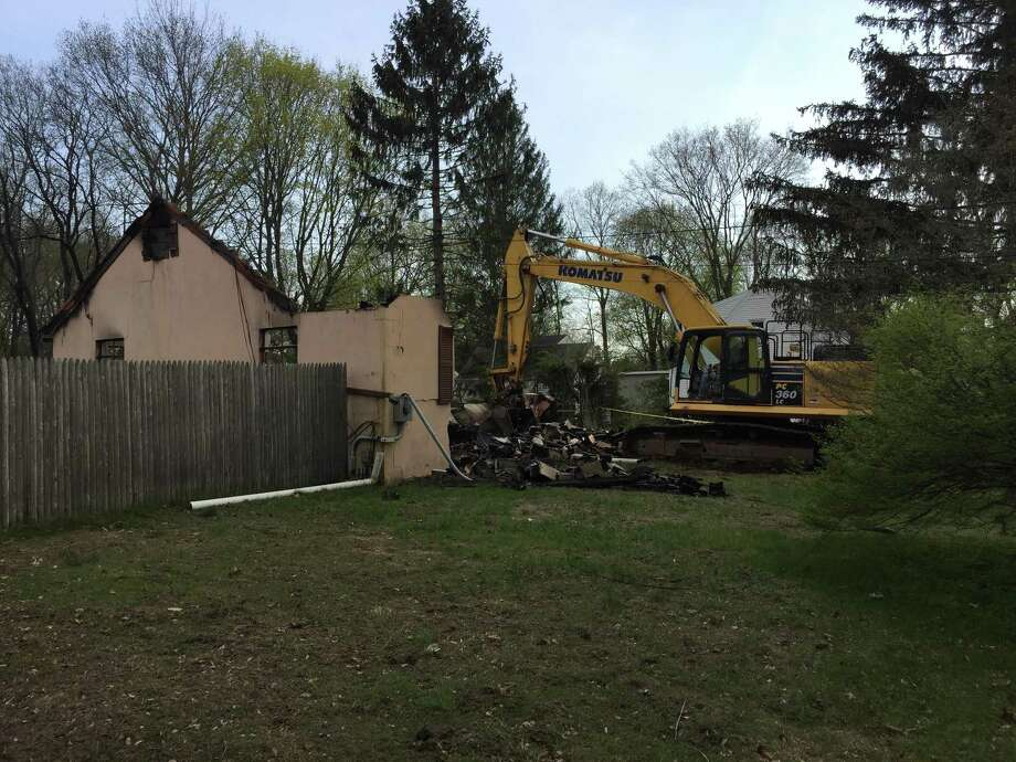 Demolition begins on the house at 385 Quinnipiac Ave. that was the scene of a hostage situation and explosion Wednesday, May, 2, 2018. Photo: Ben Lambert / Hearst Connecticut Media