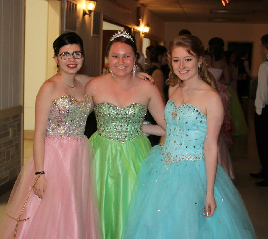 Harbor Beach students filled the Bad Axe Knights of Columbus Hall on Saturday for their prom celebration. Photo: Bradley Massman/Huron Daily Tribune