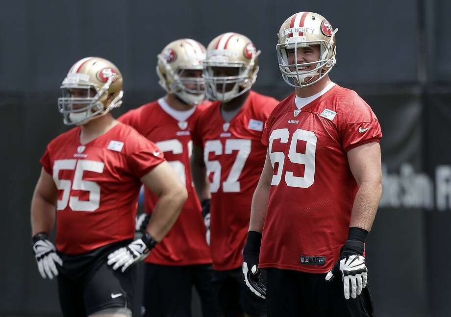 49ers rookie Mike McGlinchey (right) played 39 straight games at Notre Dame despite ailments that included a broken hand. Photo: Marcio Jose Sanchez / Associated Press