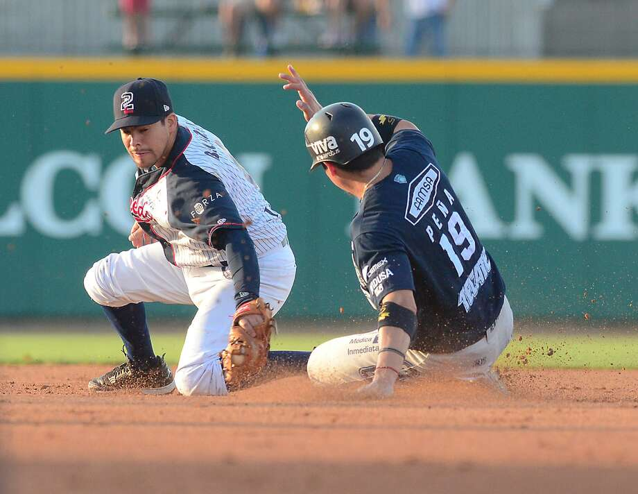 Second baseman Ivan Bellazetin had one of the Tecolotes' two RBIs Saturday, but the team stranded 23 on base in a 3-2 loss at Uni-Trade Stadium to Sultanes de Monterrey. Photo: Cuate Santos /Laredo Morning Times / Laredo Morning Times