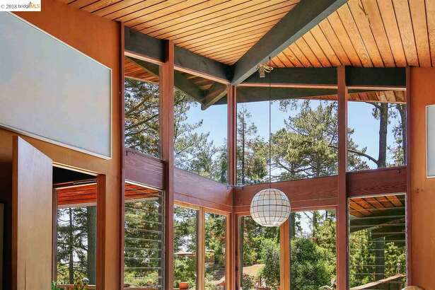 Though in need of some love, this 1959 John Hans Ostwald is still a beautiful example of the architect's signature modern ski chalet style. Asking: $985K