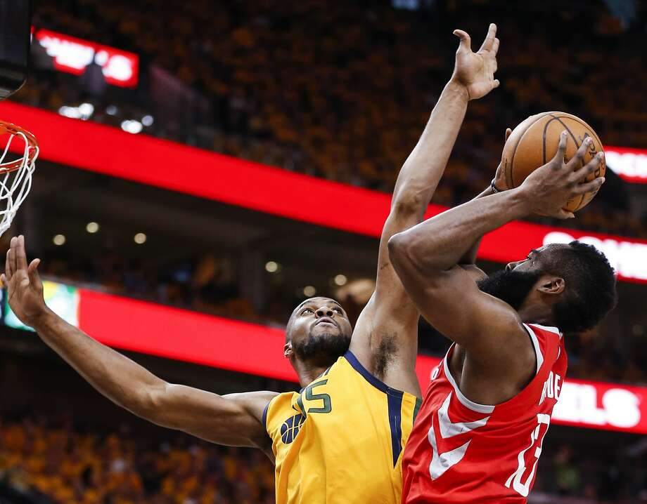 Derrick Favors can also play center, which adds to his value. Photo: Michael Ciaglo/Houston Chronicle