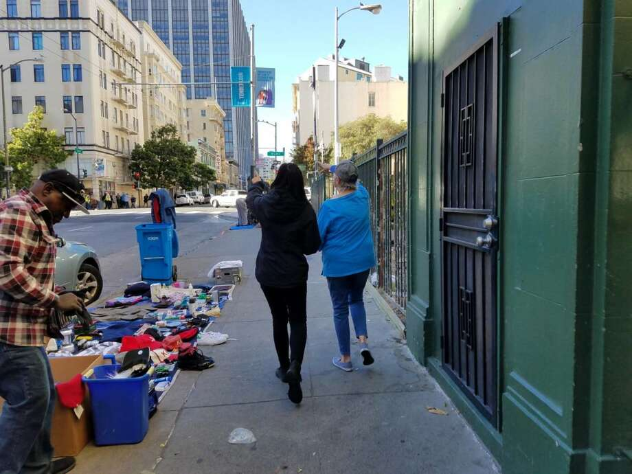 Vy Nguyen and Pam Coates tour the Tenderloin. (Kelly O'Mara/KQED) Photo: Kelly O'Mara/KQED