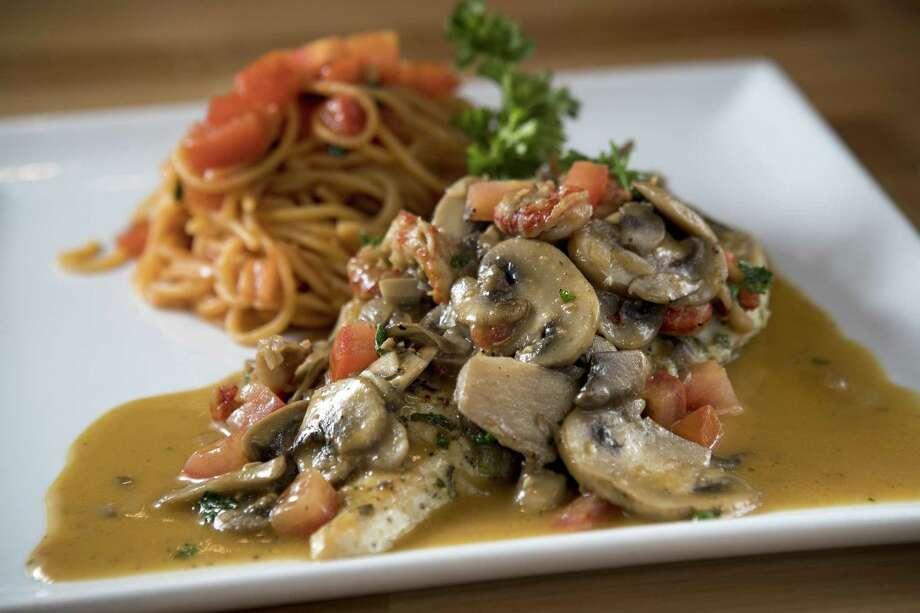 Sautéed Chicken Marengo with Side Spaghetti at Fresco Cafe Italiano. Photo: Brett Coomer, Staff / Houston Chronicle / © 2018 Houston Chronicle