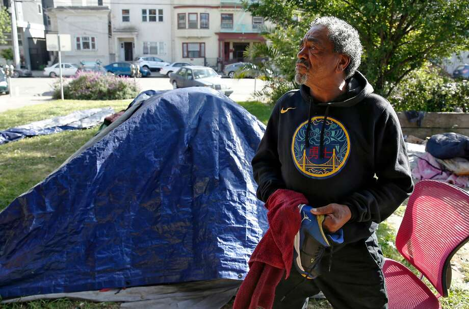Bobby Ray Wright cleans and shines his blue and gold Air Jordan basketball shoes in Lafayette Park. Wright, a fan of the Warriors, lives in a tent about a block from the NBA team's headquarters in downtown Oakland. Photo: Michael Macor / The Chronicle