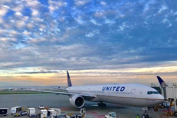 Huge engine. Slanted cockpit window. No winglet. It's a Boeing 777!(Photo: Chris McGinnis)