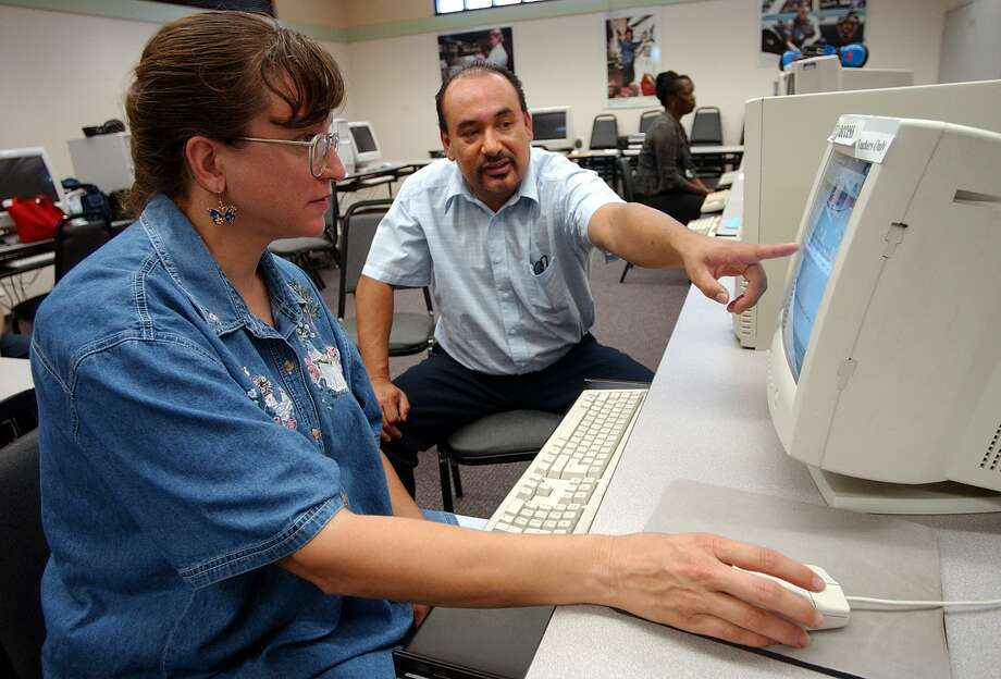 Joseph Enderle, center, teaches Valerie Lima, left, a resident at Alazan Apache Courts, how to use the internet, in the computer classroom at the Avance Building in 2003. The effort to provide more internet access continues at SAHA, which recently won an award for its efforts. Photo: BOB OWEN /SAN ANTONIO EXPRESS-NEWS / SAN ANTONIO EXPRESS-NEWS