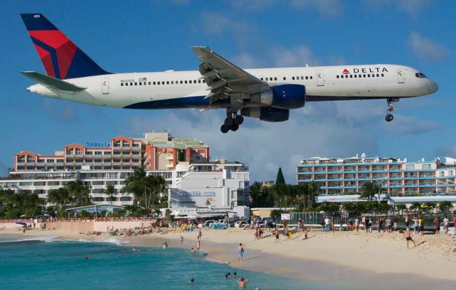 A Delta 757-200 landing at Princess Juliana airport on St Maarten- note the beak & landing gear (Aero Icarus / Flickr) Photo: Flickr