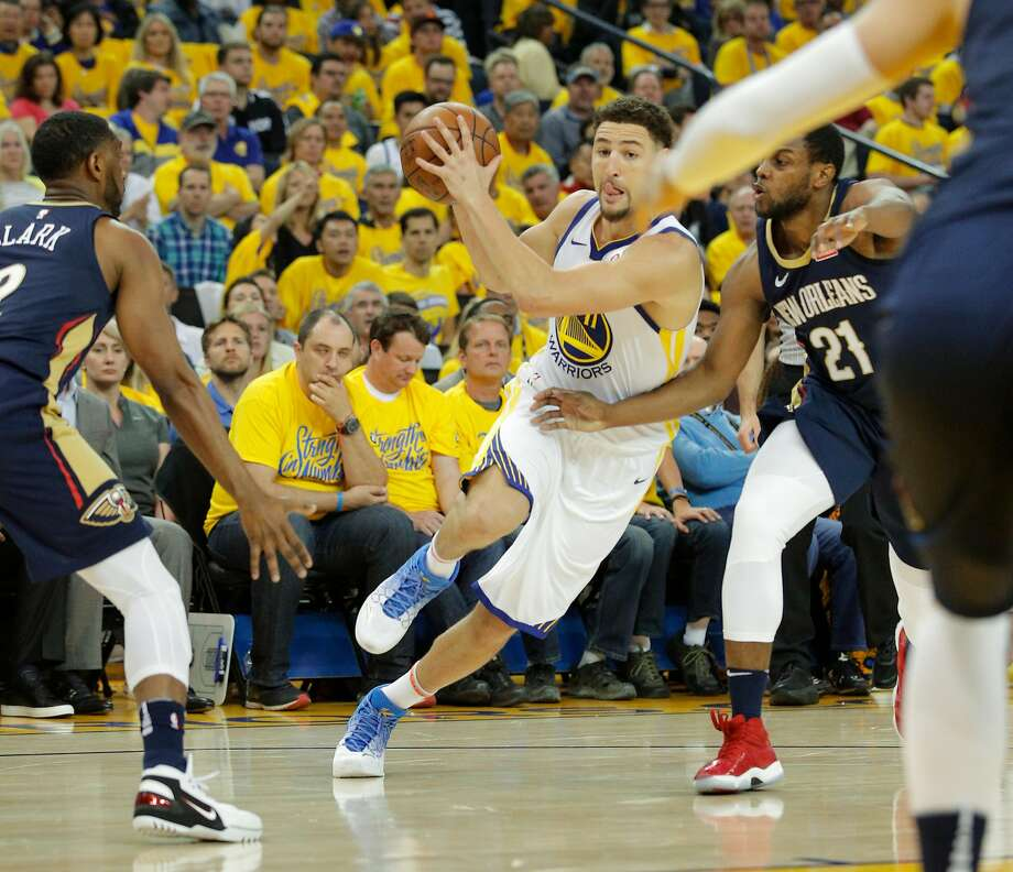 Golden State Warriors' Klay Thompson drives past New Orleans Pelicans' Ian Clark and Darius Miller in the second quarter during game 5 of the Western Conference Semifinals between the Golden State Warriors and the New Orleans Pelicans at Oracle Arena on Tuesday, May 8, 2018 in Oakland, Calif. Photo: Michael Macor, The Chronicle