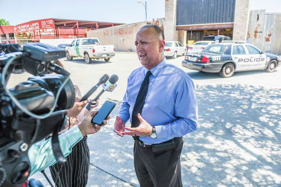 Joe Baeza, LPD spokesman, addresses the media as authorities secure the scene of a fatal auto-pedestrian incident on Tuesday, May 8, 2018, in the 5100 block of East Saunders Street. Photo: Danny Zaragoza /Laredo Morning Times