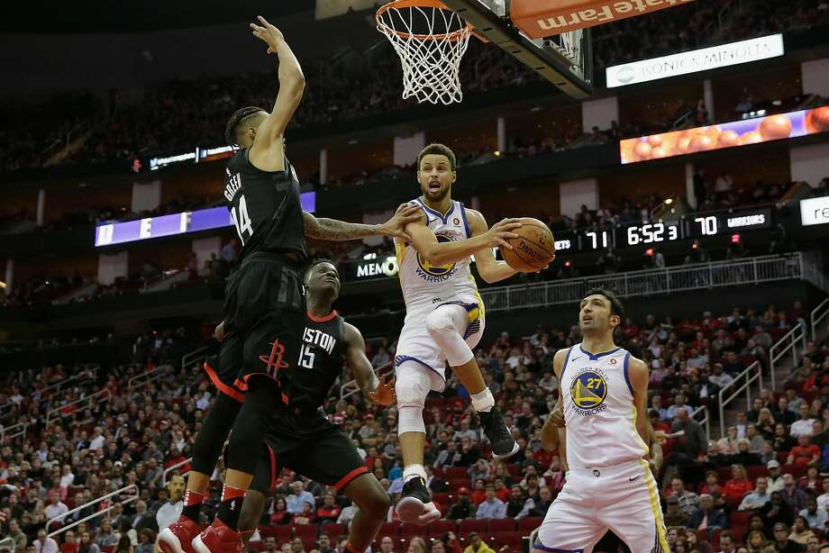 HOUSTON, TX - JANUARY 04:  Stephen Curry #30 of the Golden State Warriors looks to pass under the basket defended by Gerald Green #14 of the Houston Rockets in the second half at Toyota Center on January 4, 2018 in Houston, Texas.  NOTE TO USER: User expressly acknowledges and agrees that, by downloading and or using this Photograph, user is consenting to the terms and conditions of the Getty Images License Agreement.  (Photo by Tim Warner/Getty Images) Photo: Tim Warner / Getty Images