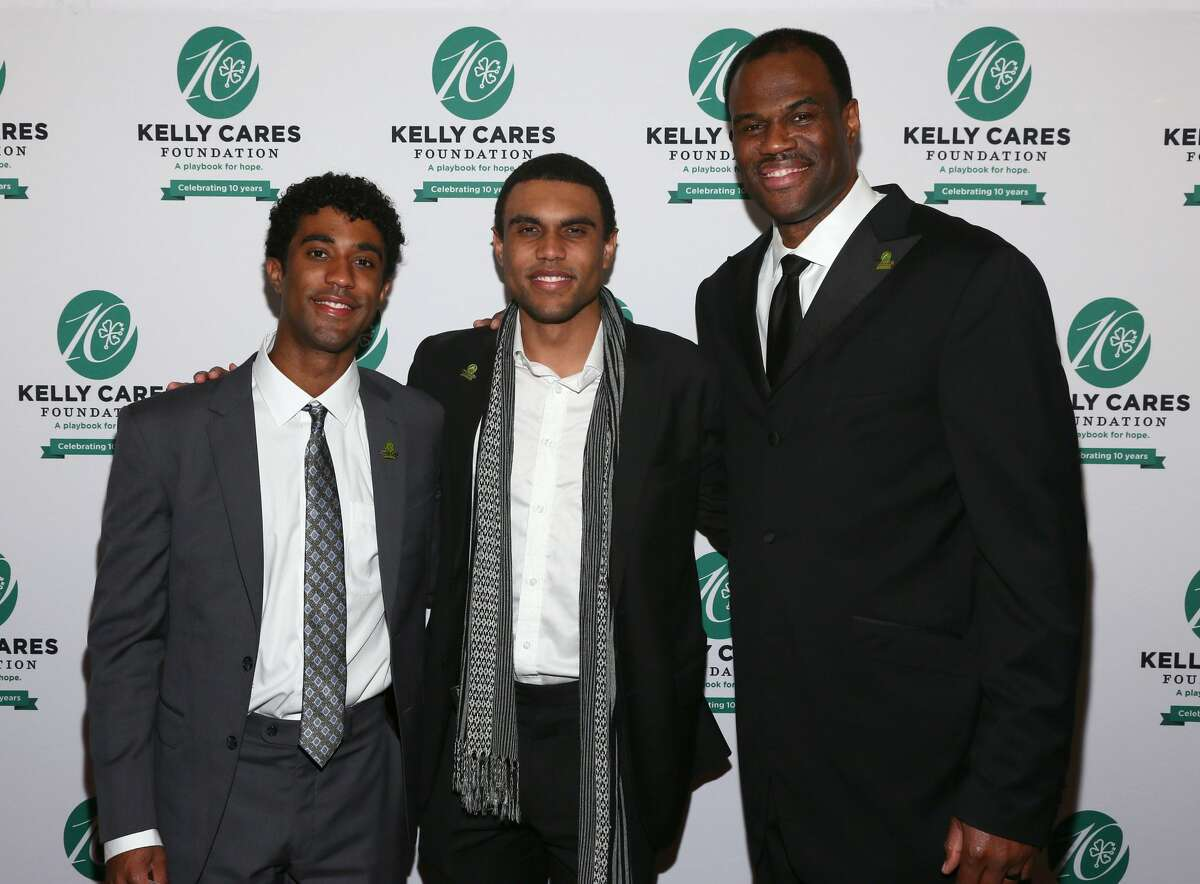 NBA Hall of Famer David Robinson, right, is pictured with his sons, David Jr., left and Corey, center, before being honored at the Kelly Cares Foundation's Irish Eyes Gala on Monday, May 7, 2018, in New York. Celebrating its 10th year, the Kelly Cares Foundation has donated more than $4.2 million to support health and education initiatives around the world. (Photo by Stuart Ramson/Invision for Kelly Cares Foundation/AP Images)