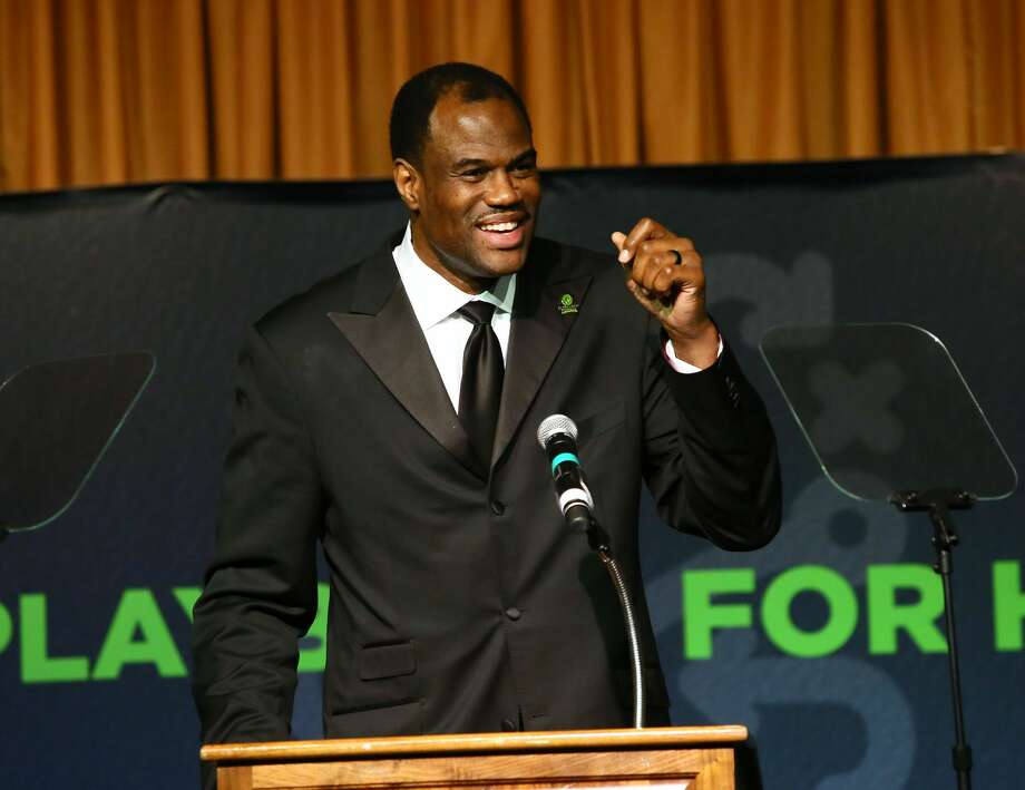 NBA Hall of Famer David Robinson, accepts the Leadership in Education Award at the Kelly Cares Foundation's Irish Eyes Gala on Monday, May 7, 2018, in New York. Celebrating its 10th year, the Kelly Cares Foundation has donated more than $4.2  million to support health and education initiatives around the world. (Photo by Stuart Ramson/Invision for Kelly Cares Foundation/AP Images) Photo: Stuart Ramson/Invision For Kelly Cares Foundation