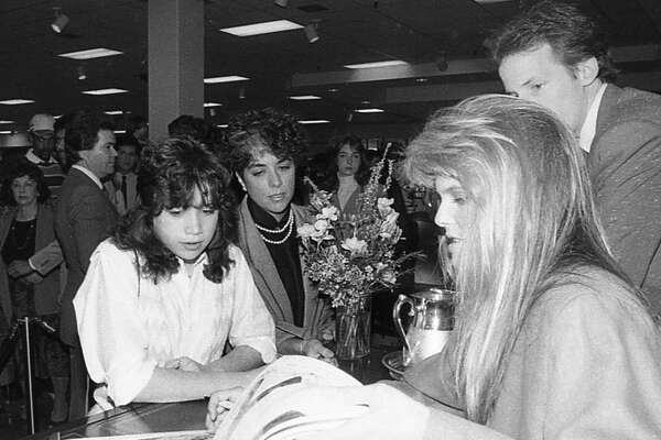 Feb. 28, 1985: Supermodel Christie Brinkley and fans at the Sharpstown Foley's.