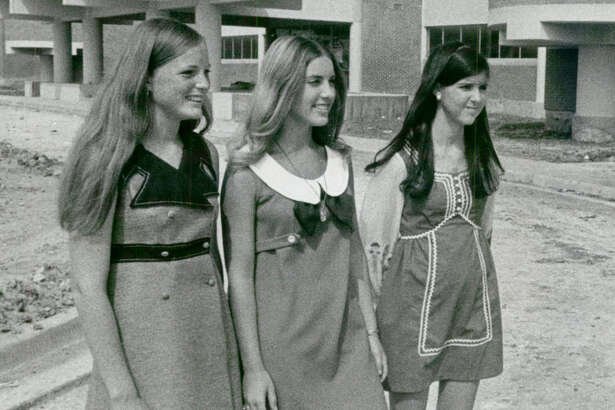 Aug. 16, 1970: New Sharpstown High viewed by transfer students Dee Ann Patrlak, Lynn Portis and Nancy Hastings.