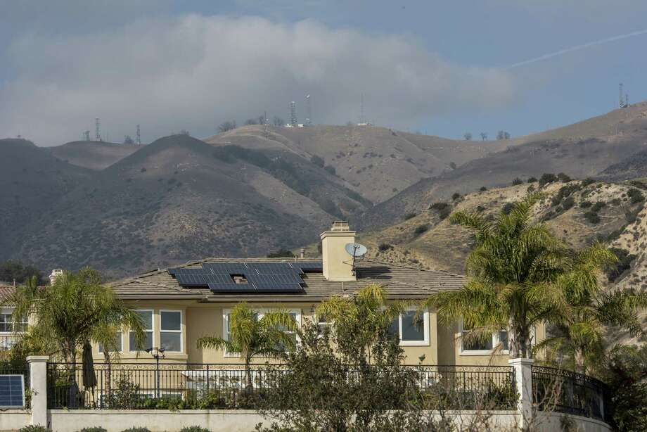 A residential home with solar panels in Porter Ranch, California, on Jan. 15, 2016. Photo: Bloomberg Photo By David Paul Morris. / © 2016 Bloomberg Finance LP