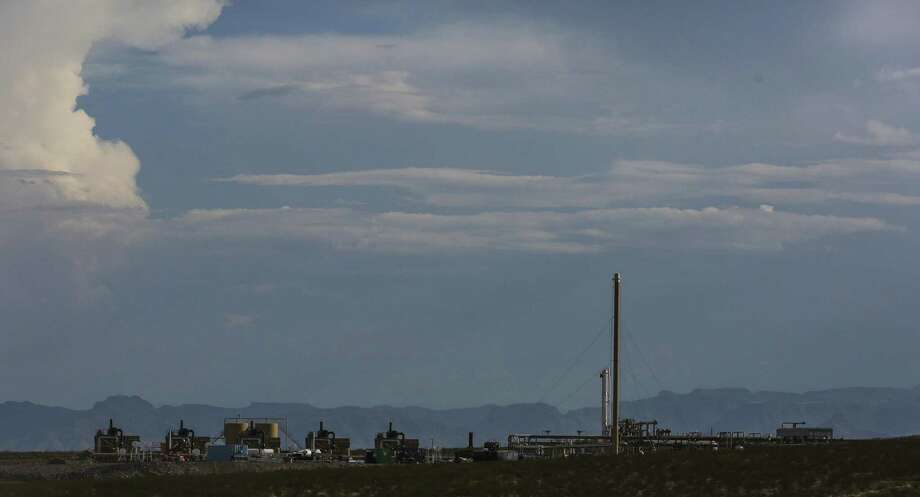An Apache Corp. gas processing plant sits in front of the Davis Mountains Monday, July 17, 2017 in Balmorhea in West Texas. First-quarter earnings reported showed that shale drillers are spending conservatively and controlling costs, which is bolstering their bottom lines. Photo: Michael Ciaglo /Houston Chronicle / Michael Ciaglo
