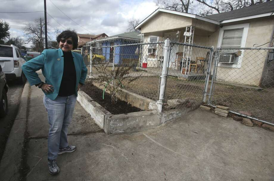 Dallas County Sheriff Lupe Valdez visits her childhood home in San Antonio Monday January 15, 2018 on San Antonio's West Side. Valdez is running for governor of Texas. Photo: John Davenport, STAFF / San Antonio Express-News / ©John Davenport/San Antonio Express-News
