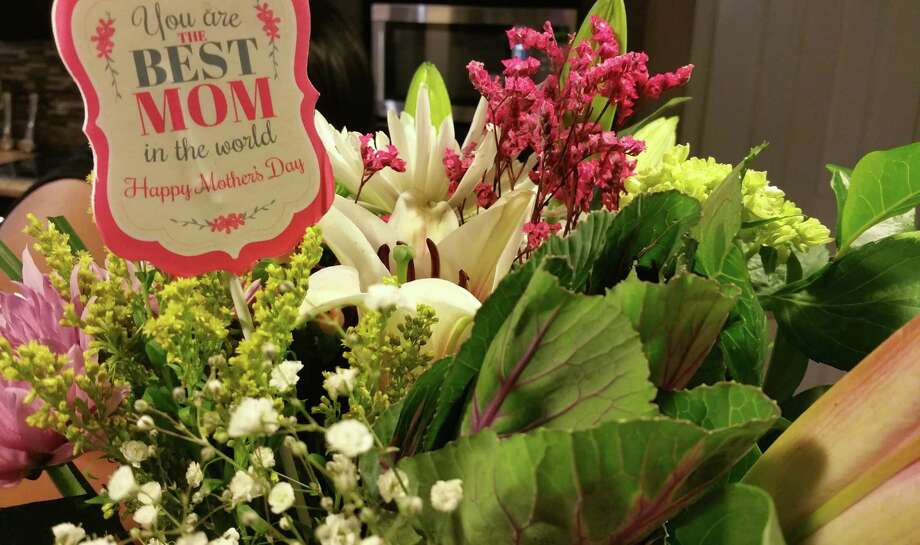 CBP recomienda que las personas que deseen importar flores, materiales de plantas y otros artículos agrícolas consulten la sección del Centro de Información de CBP en el sitio web de CBP antes de viajar. Photo: Foto De Cortesía